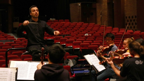 DSO music director Filippo Ciabatti conducting a rehearsal